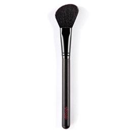 Blush brush contouring
